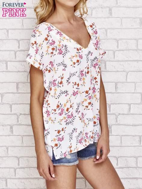 Jasnoróżowa koszula w kwiaty ze złotą lamówką                                  zdj.                                  3
