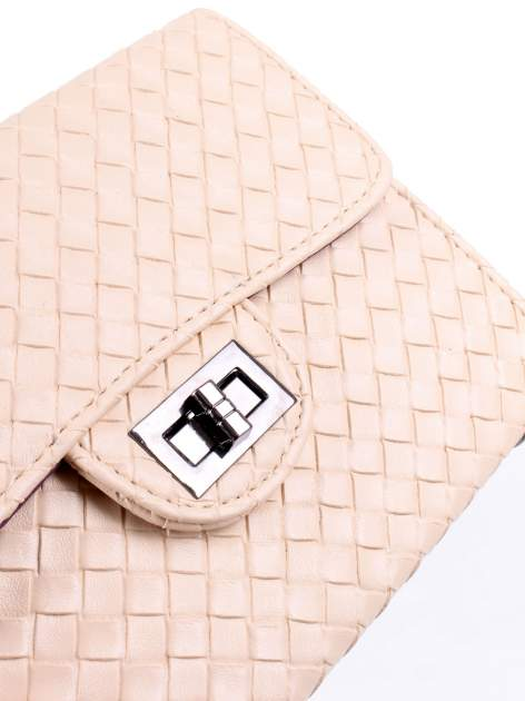 Jasnoróżowa mała pleciona torebka na łańcuszku                                  zdj.                                  8