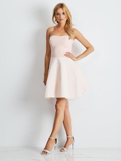 Jasnoróżowa rozkloszowana sukienka bez ramiączek                              zdj.                              4