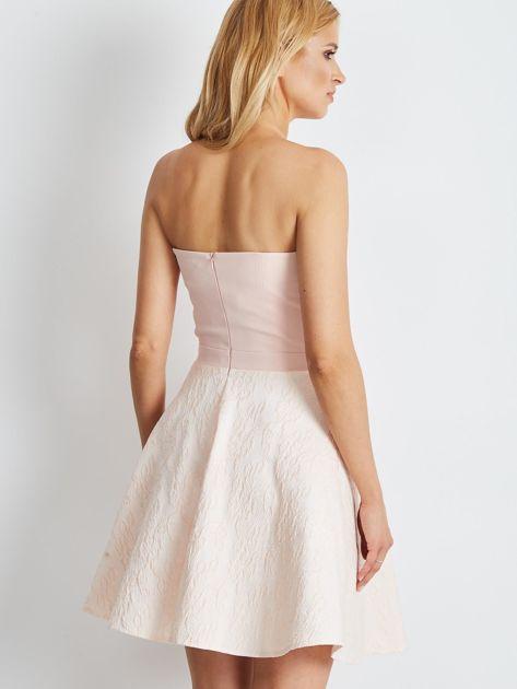 Jasnoróżowa rozkloszowana sukienka bez ramiączek                              zdj.                              2