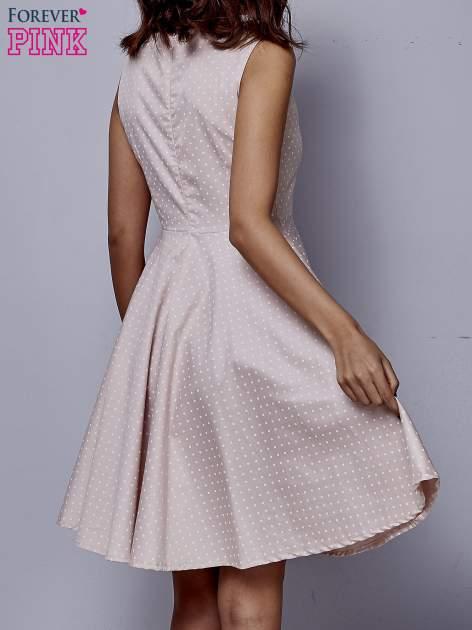 Jasnoróżowa rozkloszowana sukienka w groszki                                  zdj.                                  2