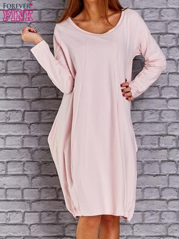 Jasnoróżowa sukienka oversize ze ściągaczem na dole                               zdj.                              1