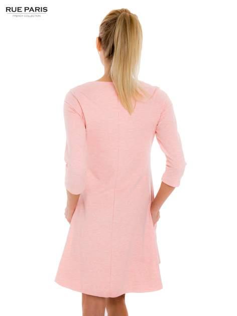 Jasnoróżowa sukienka trapezowa z długim rękawem                                   zdj.                                  3