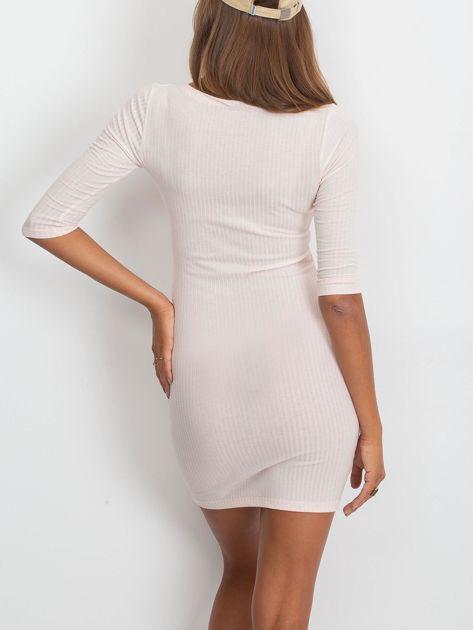 Jasnoróżowa sukienka w prążek ze sznurowaniem                              zdj.                              2