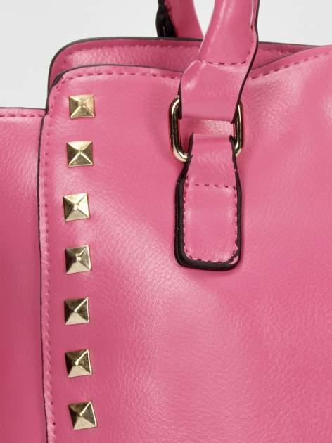 Jasnoróżowa torebka na ramię z dżetami                                  zdj.                                  5