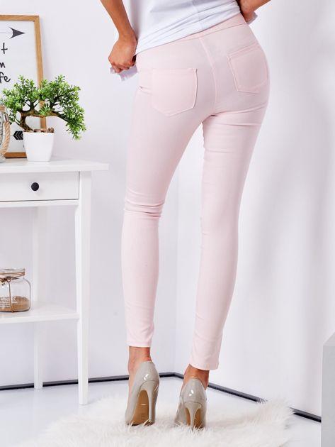Jasnoróżowe dopasowane spodnie high waist                              zdj.                              2