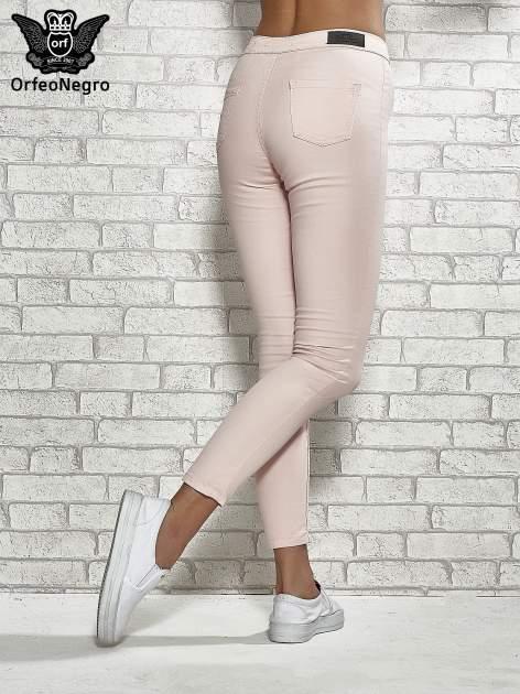Jasnoróżowe spodnie rurki skinny                                  zdj.                                  4