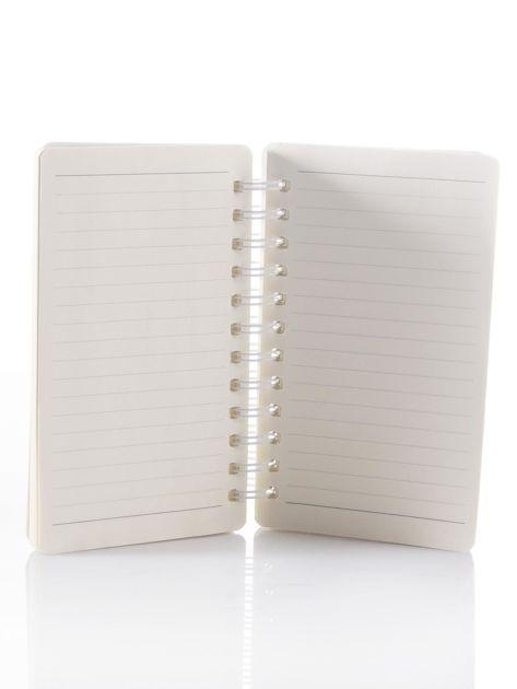 Jasnoróżowy notes z nadrukiem                              zdj.                              5