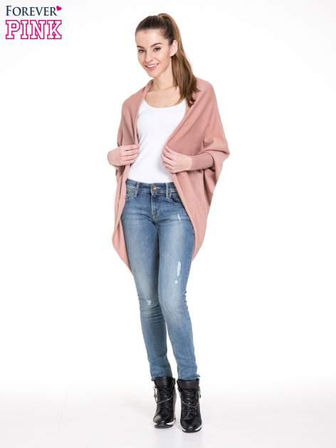 Jasnoróżowy sweter narzutka z nietoperzowymi rękawami                                  zdj.                                  2