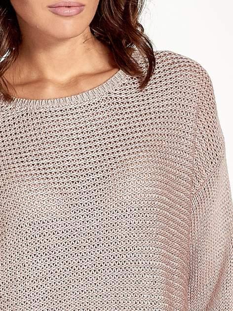 Jasnoróżowy sweter o większych oczkach                                  zdj.                                  5