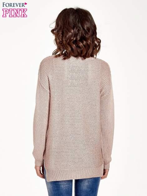 Jasnoróżowy sweter o większych oczkach                                  zdj.                                  2