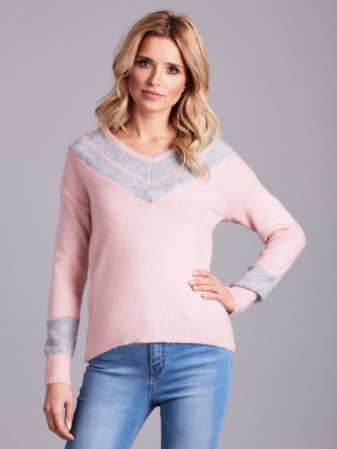 Jasnoróżowy sweter z dekoltem w serek                              zdj.                              1