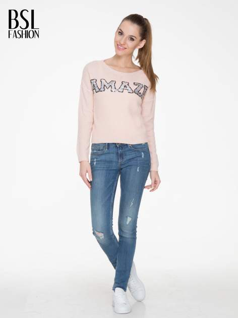 Jasnoróżowy sweter z napisem AMAZE z cekinów                                  zdj.                                  2