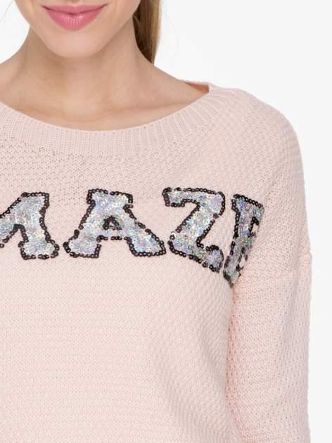 Jasnoróżowy sweter z napisem AMAZE z cekinów                                  zdj.                                  5