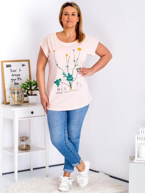 Jasnoróżowy t-shirt z jaskrami PLUS SIZE                              zdj.                              4