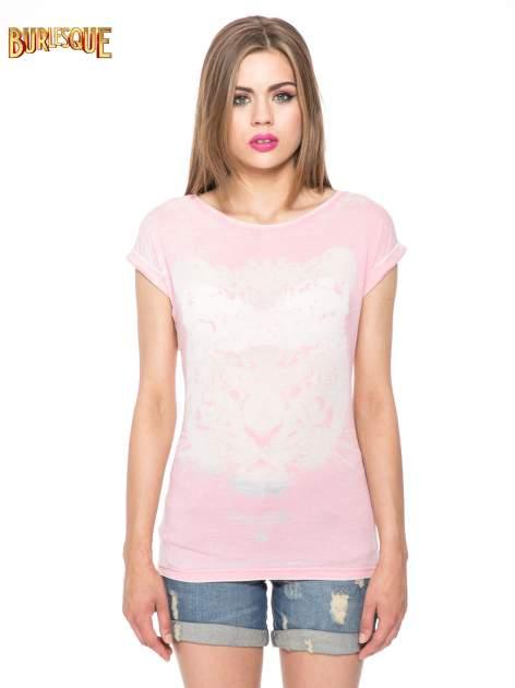 Jasnoróżowy t-shirt z nadrukiem tygrysa                                  zdj.                                  10
