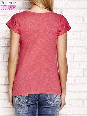 Jasnoróżowy t-shirt z napisem OUTSIDER                                  zdj.                                  2