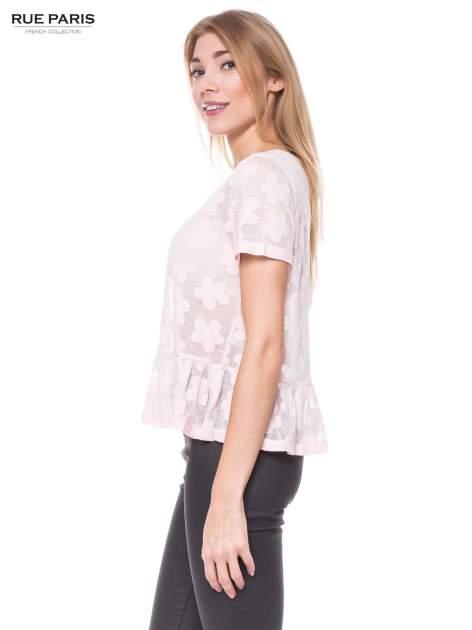 Jasnoróżowy transparentny t-shirt w kwiaty z baskinką                                  zdj.                                  2
