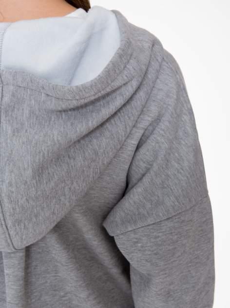 Jasnoszara bluza dresowa z kapturem i suwakiem z boku                                  zdj.                                  10