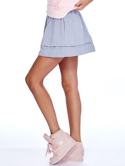 Jasnoszara dresowa spódnica z kieszeniami                              zdj.                              3