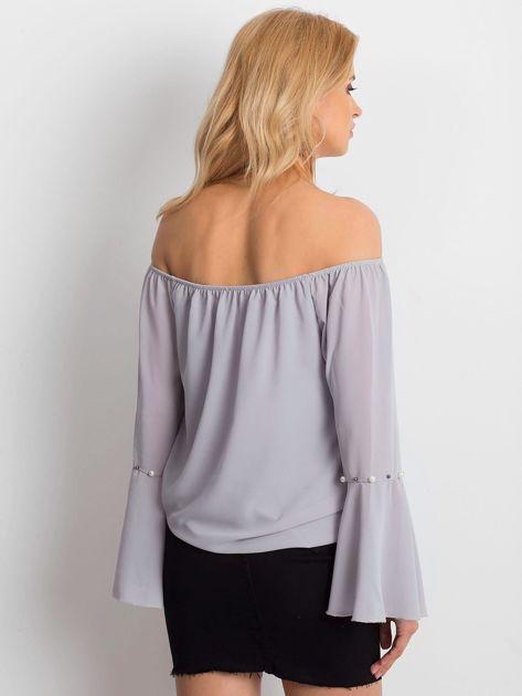 Jasnoszara elegancka bluzka hiszpanka z perełkami                              zdj.                              2