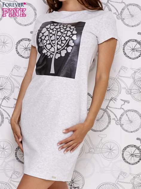 Jasnoszara sukienka dresowa ze srebrnym printem drzewa