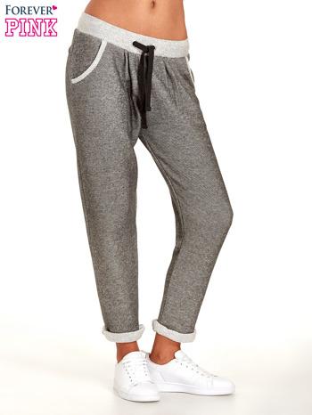 Jasnoszare melanżowe spodnie dresowe w stylu casual