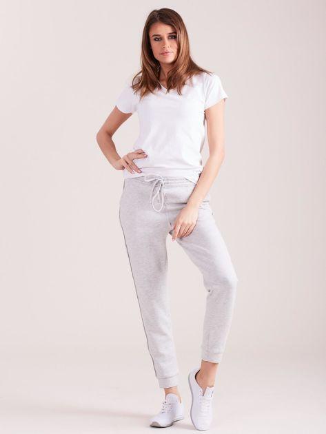 Jasnoszare spodnie dresowe z kieszeniami                              zdj.                              8