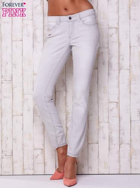 Jasnoszare spodnie o regularnym kroju                                  zdj.                                  1
