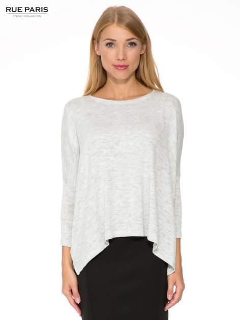 Jasnoszary melanżowy sweter oversize o obniżonej linii ramion z rozporkami po bokach                                  zdj.                                  1