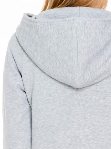 Jasnoszary płaszcz dresowy z kapturem zapinany na napy                                  zdj.                                  9