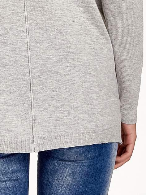 Jasnoszary sweter V-neck z rozporkami                                  zdj.                                  6