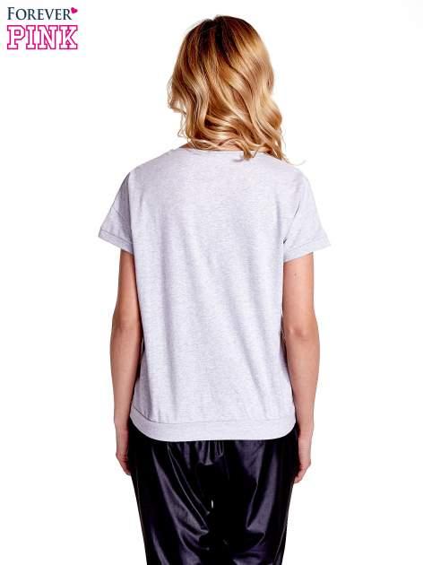 Jasnoszary t-shirt z kieszonką                                  zdj.                                  4