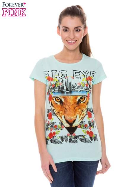 Jasnozielony t-shirt z hipsterskim nadrukiem trójkąta