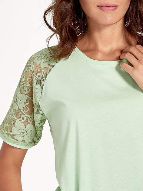 Jasnozielony t-shirt z koronkowymi rękawami długości 3/4                                  zdj.                                  6