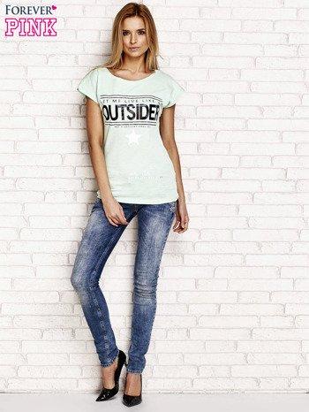 Jasnozielony t-shirt z napisem OUTSIDER                                  zdj.                                  4