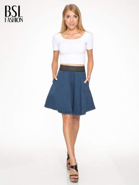 Jeansowa mini spódnica skater z gumą w pasie                                  zdj.                                  5