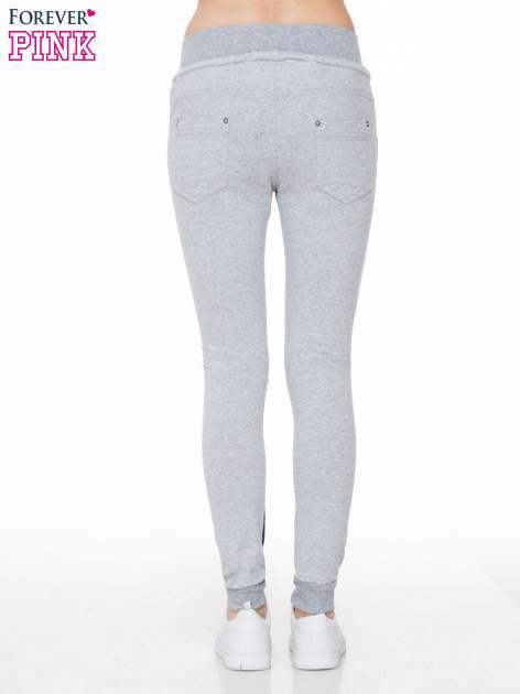 Jeansowo-dresowe spodnie typu tregginsy z wysokim pasem                                  zdj.                                  4