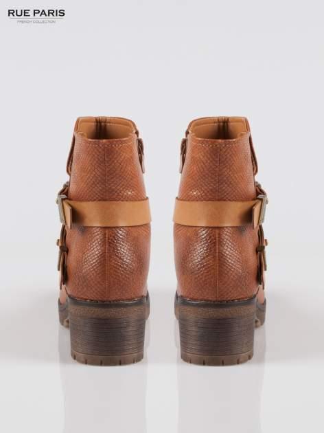 Karmelowe tłoczone botki biker boots z klamrami                                  zdj.                                  3