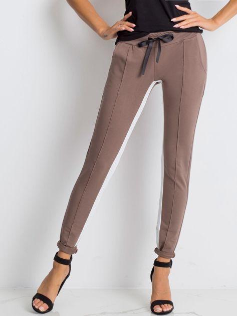 Kawowe spodnie dresowe Defined                              zdj.                              1