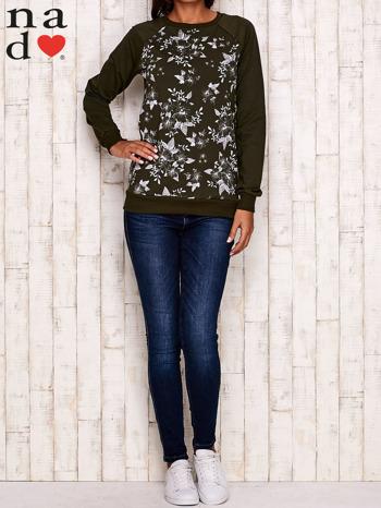 Khaki bluza z kwiatowym nadrukiem                                  zdj.                                  3