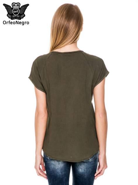 Khaki bluzka koszulowa z haftem i ażurowaniem przy dekolcie                                  zdj.                                  4