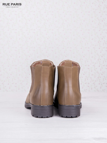 Khaki botki faux leather z cieniowanym przodem na klocku z gumową wstawką                              zdj.                              4