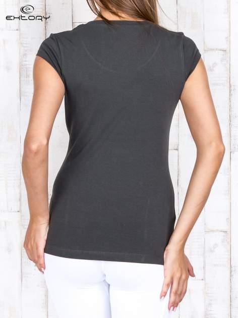 Khaki damski t-shirt sportowy basic                                  zdj.                                  4