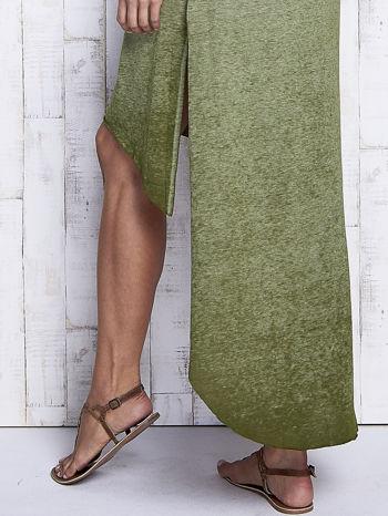 Khaki dekatyzowana sukienka maxi z dłuższym tyłem                                  zdj.                                  6
