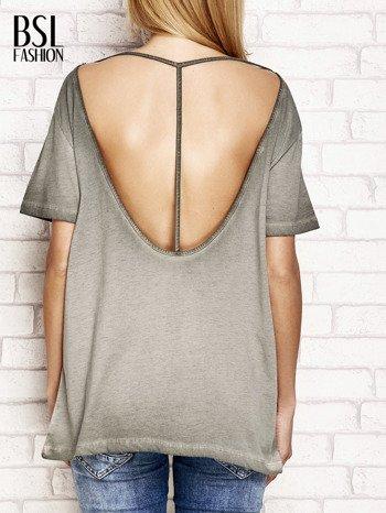 Khaki dekatyzowany t-shirt z dekoltem na plecach