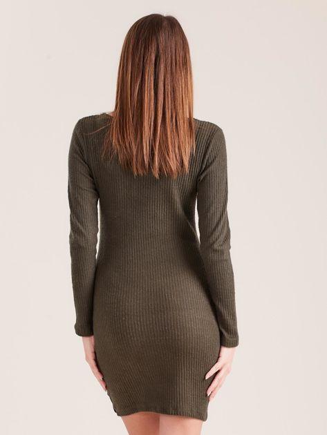 Khaki dopasowana sukienka z głębokim dekoltem V                              zdj.                              2