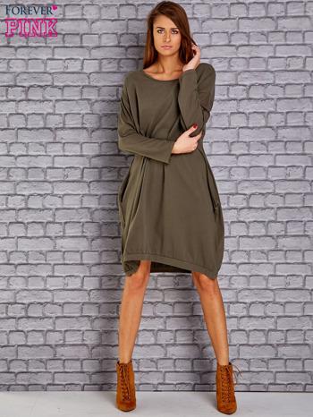 Khaki dresowa sukienka oversize z kieszeniami                                  zdj.                                  2