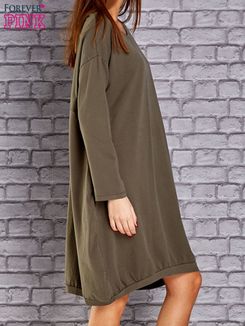 Khaki dresowa sukienka oversize z kieszeniami                                  zdj.                                  3