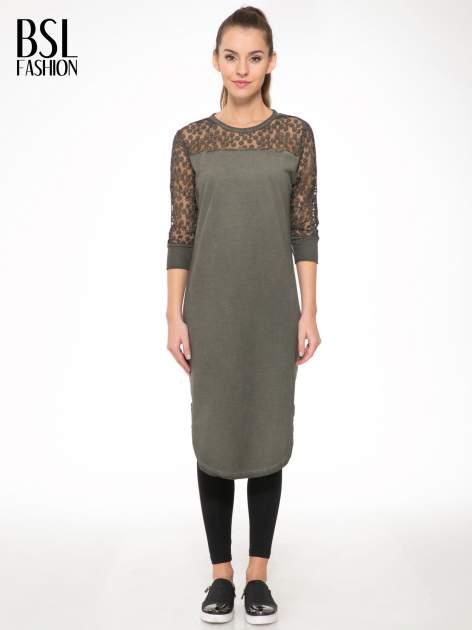 Khaki dresowa sukienka z koronkowym karczkiem                                  zdj.                                  1